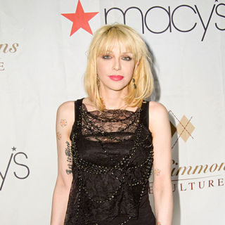 Courtney Love in Russell Simmons's ARGYLECULTURE Fall 2010 Menswear Presentation - Arrivals