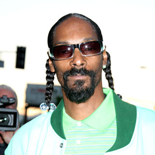 Snoop Dogg in Los Angeles Premiere of 'Takers' - Arrivals
