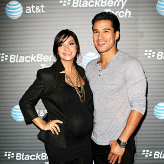 Courtney Mazza, Mario Lopez in Blackberry Torch From AT&T U.S. Launch Party - Arrivals