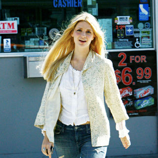 Mischa Barton in Mischa Barton Was Spotted with What Appears to Be A Script in Her Hand