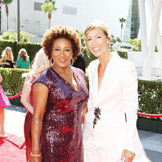 Wanda Sykes, Alex Sykes in 2010 Creative Arts Emmy Awards - Arrivals