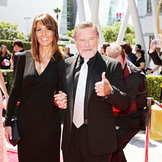 Susan Schneider, Robin Williams in 2010 Creative Arts Emmy Awards - Arrivals