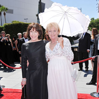 Lily Tomlin, Kathryn Joosten in 2010 Creative Arts Emmy Awards - Arrivals