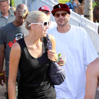 Victoria Prince, Kevin Federline in Kevin Federline and Victoria Prince Out and About with Friends