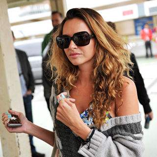 Nadine Coyle in Nadine Coyle Arrives at Heathrow Airport