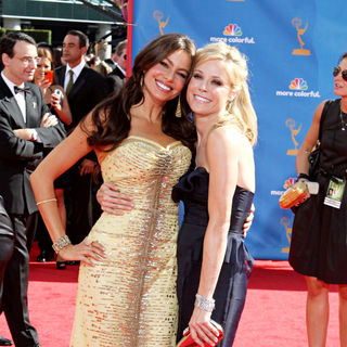Sofia Vergara, Julie Bowen in The 62nd Annual Primetime Emmy Awards