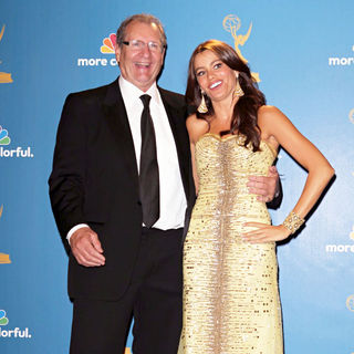 Ed O'Neill, Sofia Vergara in The 62nd Annual Primetime Emmy Awards - Press Room