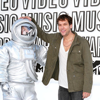 Dane Cook in The 2010 MTV Video Music Awards (MTV VMAs) - Arrivals