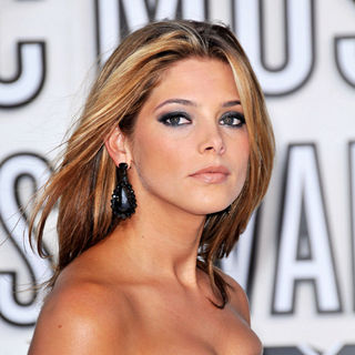 Ashley Greene in The 2010 MTV Video Music Awards (MTV VMAs) - Arrivals