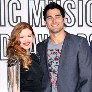 Holland Roden, Tyler Hoechlin in The 2010 MTV Video Music Awards (MTV VMAs) - Arrivals