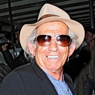 Keith Richards in Keith Richards Leaves C London Restaurant Wearing a Fedora Hats and Sunglasses