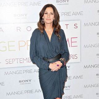 Julia Roberts in The Paris Premiere of 'Mange, Prie et Aime' (Eat, Pray, Love)