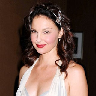 Ashley Judd in The 5th Important Dinner for Women