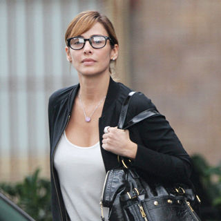 Natalie Imbruglia in Natalie Imbruglia Wearing Spectacles Heads to A Lunch Meeting at Sienna Marina