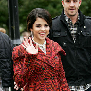 Selena Gomez - Selena Gomez Arrives for A Ride on The 'London Eye'