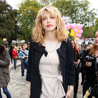 Courtney Love in Fashion Week Ready to Wear Spring/Summer 2011 - Chanel - Outside Arrivals
