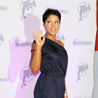 Toni Braxton in The Orange Carpet Prior to The Miami Dolphins vs New England Patriots NFL Game