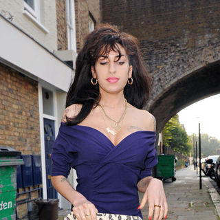 Amy Winehouse Leaves A Friends House After Spending 16 Hours inside The Property