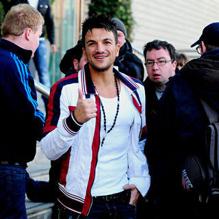 Peter Andre in Peter Andre Leaves His Hotel