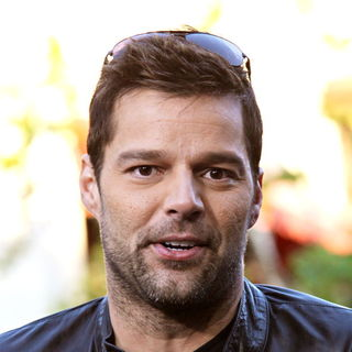 Ricky Martin in Ricky Martin Films An Interview for The Entertainment Television News Programme 'Extra'