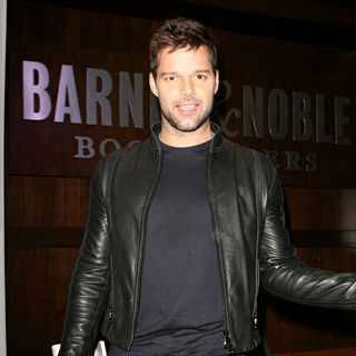 "Ricky Martin in Ricky Martin Signs Copies of His New Autobiography ""Me"""