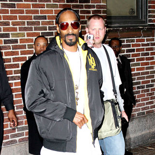 Snoop Dogg in Snoop Dogg Outside The Ed Sullivan Theater for 'The Late Show with David Letterman'