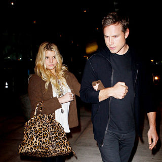 Jessica Simpson - Jessica Simpson Leaves JFK Airport With Fiance Eric Johnson