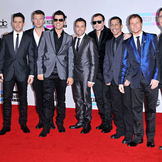 New Kids On The Block, Backstreet Boys in 2010 American Music Awards - Arrivals