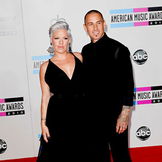 Pink, Carey Hart in 2010 American Music Awards - Arrivals