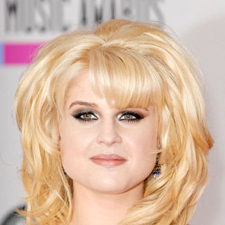 Kelly Osbourne in 2010 American Music Awards - Arrivals