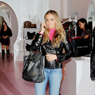 Brooke Mueller in Brooke Mueller On A Shopping Spree