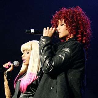 Rihanna - Nicki Minaj Performs Live At The Hammerstein Ballroom With Friends