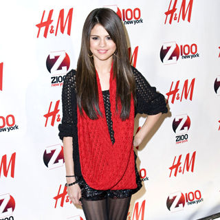 Selena Gomez - Z 100's Jingle Ball 2010 Presented by H&M - Arrivals