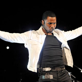 Jason Derulo in The 2010 B96 Jingle Bash Show