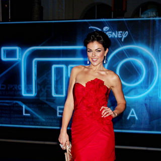 "Serinda Swan in Los Angeles Premiere of ""Tron Legacy"""