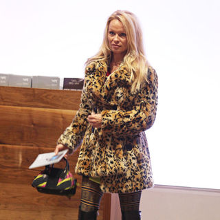 Pamela Anderson in Pamela Anderson Visits The Tate Gallery