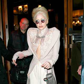 Lady GaGa - Lady GaGa Left Her Hotel Surrounded by Fans