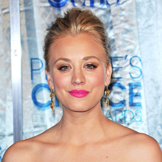 Kaley Cuoco in 2011 People's Choice Awards - Arrivals