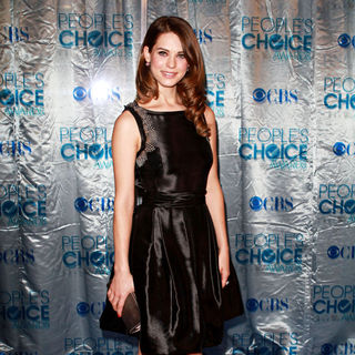 Lyndsy Fonseca in 2011 People's Choice Awards - Arrivals
