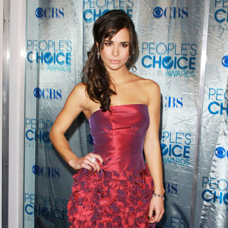Josie Loren in 2011 People's Choice Awards - Arrivals