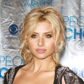 Alyson Michalka in 2011 People's Choice Awards - Arrivals - wenn3156884