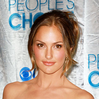 Minka Kelly in 2011 People's Choice Awards - Arrivals