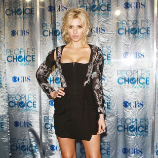 Alyson Michalka in 2011 People's Choice Awards - Arrivals