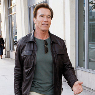 Arnold Schwarzenegger Shopping at Pottery Barn Store in Beverly Hills - wenn3160106