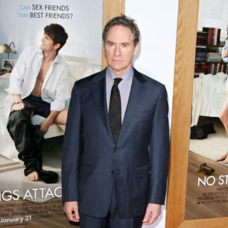"Kevin Kline in Los Angeles Premiere of ""No Strings Attached"" - wenn3163367"