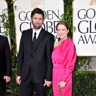 Bart Freundlich, Julianne Moore in 68th Annual Golden Globe Awards - Arrivals