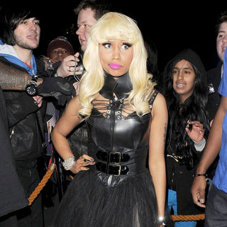 Nicki Minaj - Nicki Minaj Emerges from The Landmark Hotel at 1AM