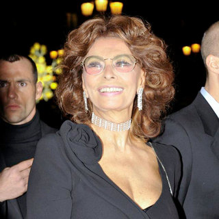 Sophia Loren in Paris Fashion Week Fall 2011 - Menswear - Giorgio Armani Prive - Arrivals