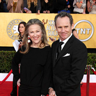 Catherine O'Hara, Bo Welch in The 17th Annual Screen Actors Guild Awards (SAG Awards 2011) - Arrivals