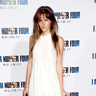 Isabel Lucas in Los Angeles Premiere of 'I Am Number Four'